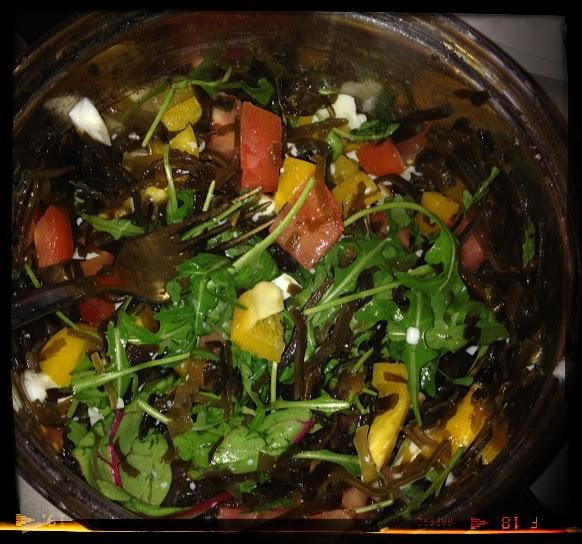 салат с морской капустой и овощами